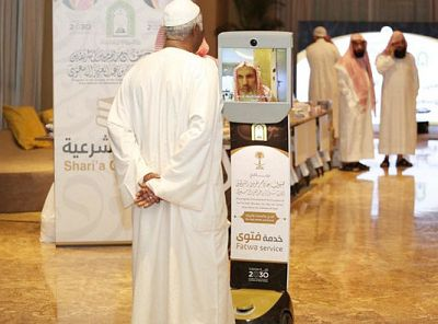 The robot will provide pilgrims under the Custodian of the Two Holy Mosques' guests program with fatwas and other religious advice
