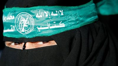 A Palestinian woman wearing a headband with the emblem of Hamas' military wing protests in Gaza