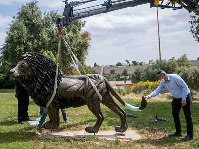 "The bronze statue ""The Lion of Judah"" is placed in Jerusalem's Bloomfield Garde"