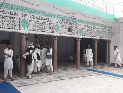 Boys at the Jame-Ul-Uloom Furqania madrasa in Uttar Pradesh, where many pupils eschew the opportunity to take maths and science subjects
